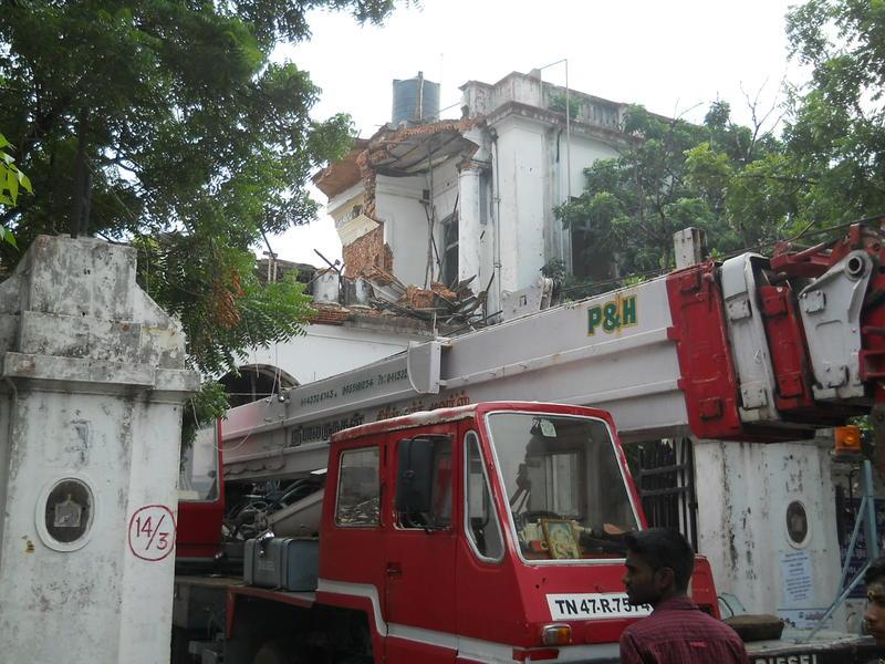 Photographer:Renu | The crane starts to tear it down