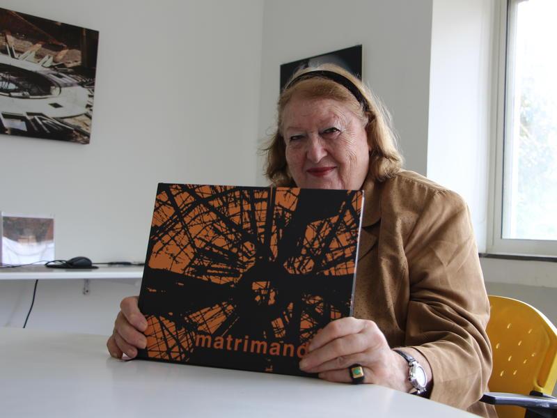 Photographer:Roland | Dominique et le livre