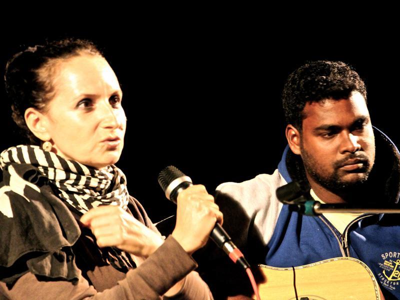 Photographer:Roland | Anna Taj and Saga at the guitar