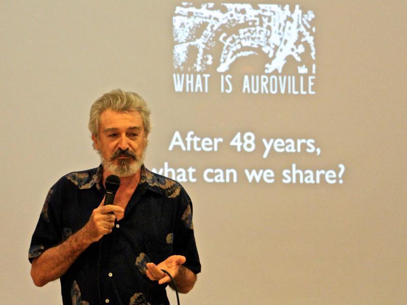 Photographer:Roland   Marco explaning the Chennai Festival