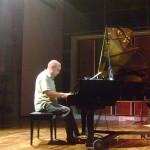 Hartmut on piano