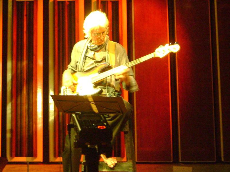 Photographer:Nola | Rolf on bass