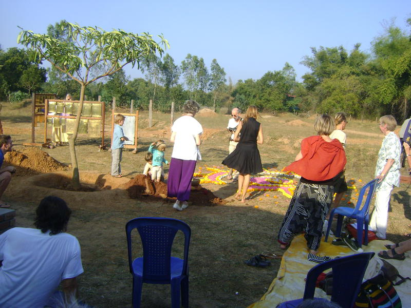 Photographer:Zarin  | mixing the soil fo 44 countries