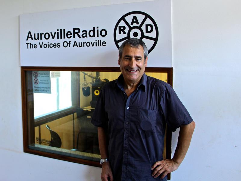 Photographer:Roland | Gilles  a la radio