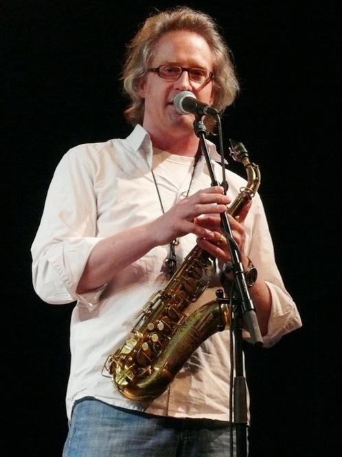Photographer:web | Rogern Henschel on sax