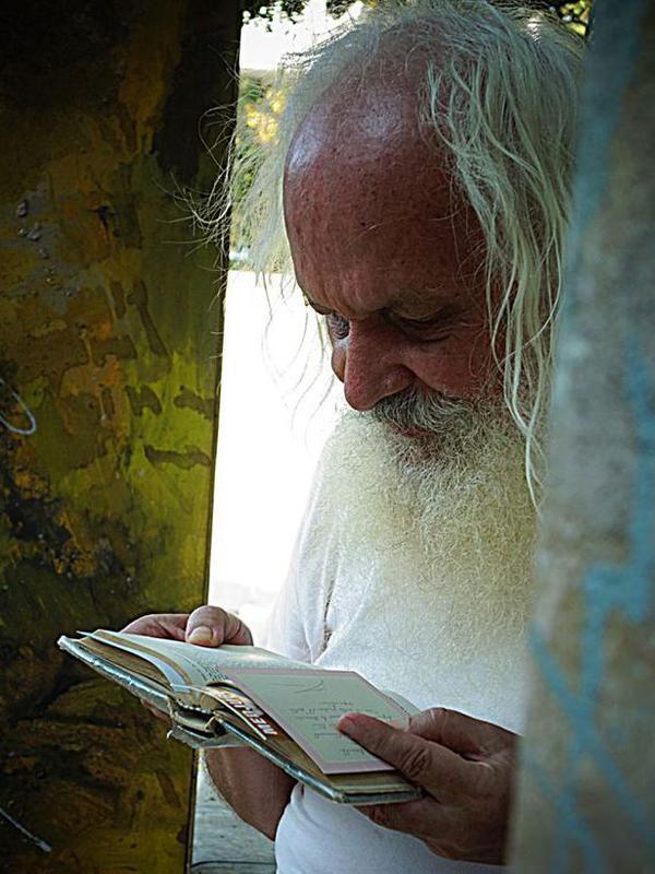 Photographer:Adil Writer | Martin reading