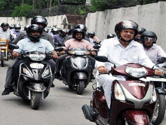 Photographer:web | Mandatory Bike Helmet of ISI certificat  in TN since 1st of July