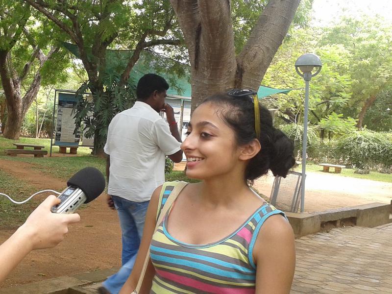 Photographer:Auroson   Tara interviewing a citizen of New Delhi