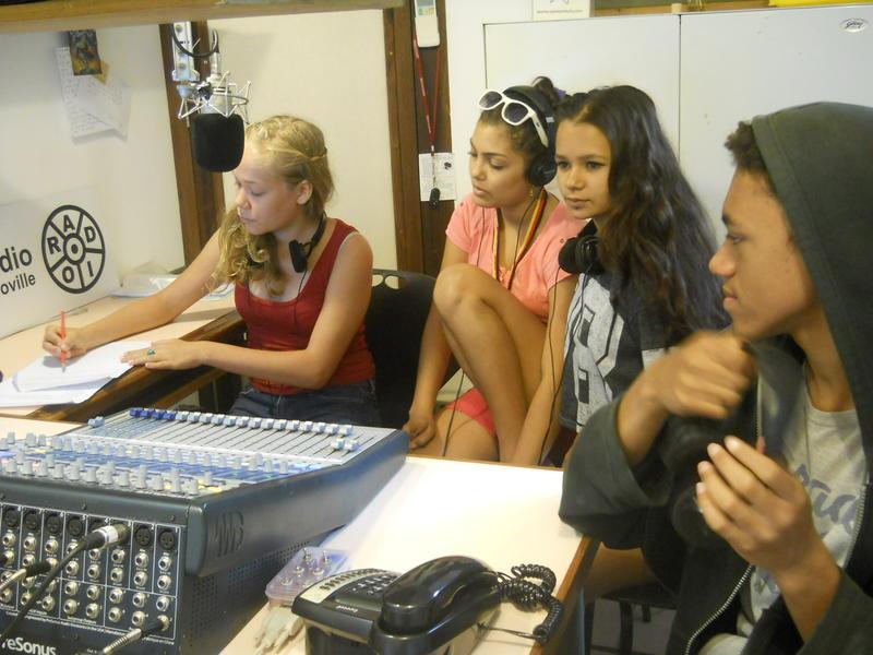 Photographer:Andrea | From left to right: Marissa, Mira, Ayesha, Antonio
