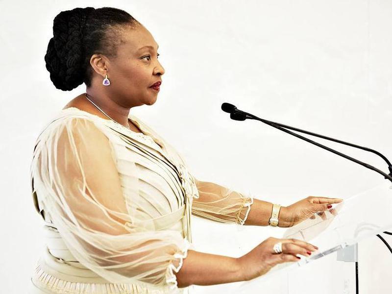 Photographer:web   Yvonne Chaka Chaka