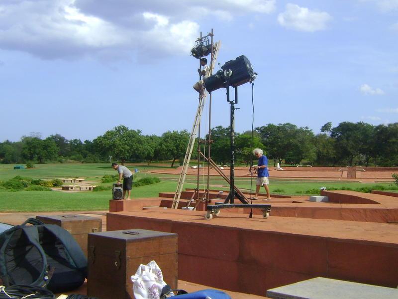 Photographer:Amadea   Park of unity in Matrimandir, Ruben, Ashwin and Jean in preparation
