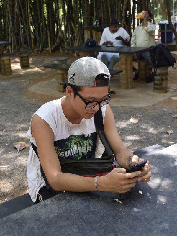 Photographer:Samira | Sun informed us that he enjoyed the limited internet connection in Auroville