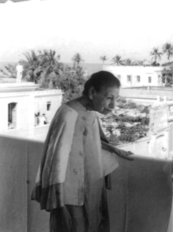 Photographer:Sri Aurobindo Ashram Archive | Mother at Darshan