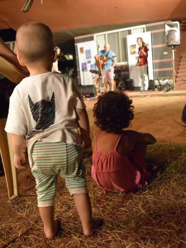 Photographer:Samira | Children enjoy the show