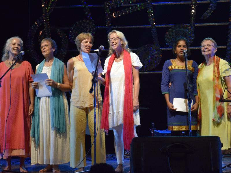 Photographer:Samira Bose   Singing in German