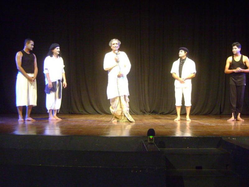 Photographer:Ghea | Mime Wait for Godot - performes with Shri Narankan Goswami