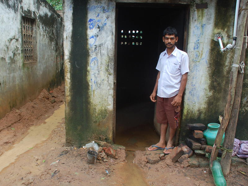 Photographer:Frida | In Edayanchavadi, some people had to live into water more than knee-high.