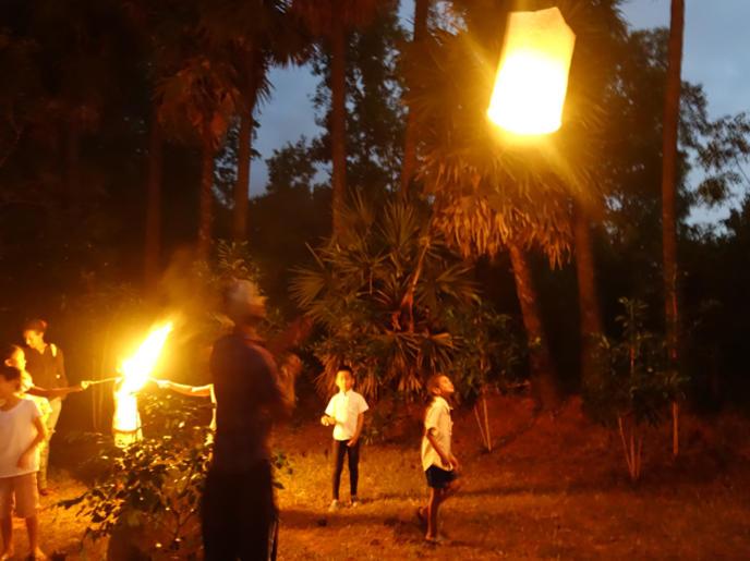 Photographer:The Unstitute | Sky lanterns