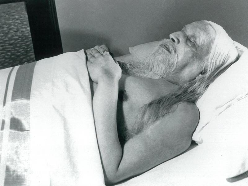 Photographer:Ashram Archives | Sri Aurobindo's Mahasamadhi, 5/12/1950