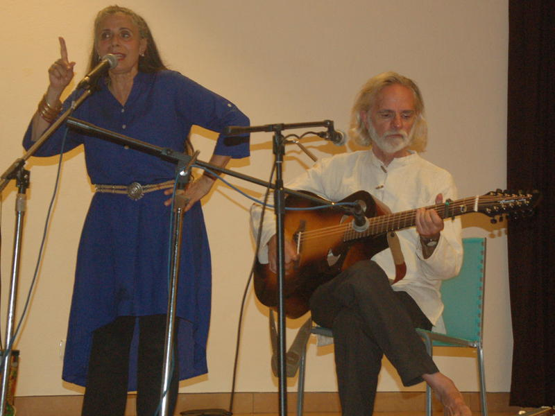Photographer:Frida | The two musicians Bill and Livia Vanaver