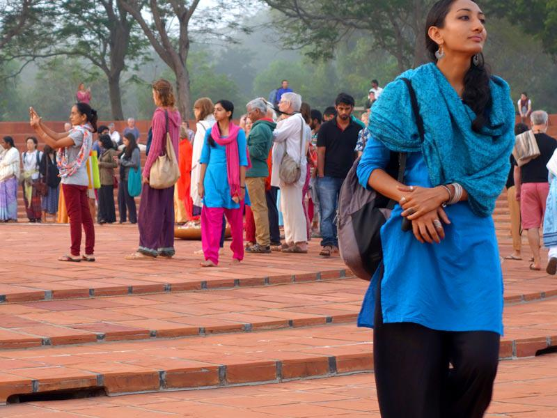Photographer:The Unstitute | Meditators pay respects to The Mother