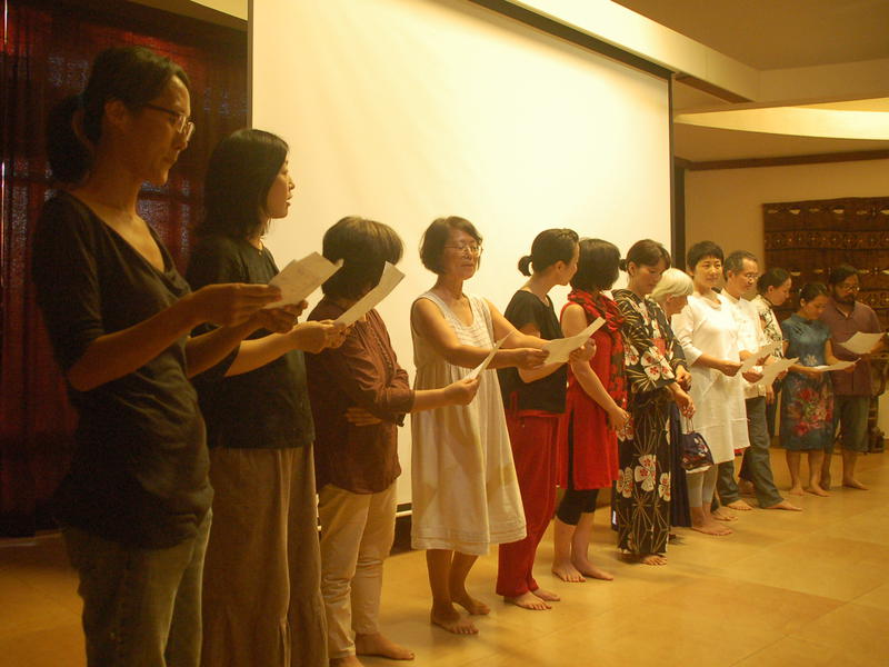 Photographer:Frida | Korean Song, performed in three languages