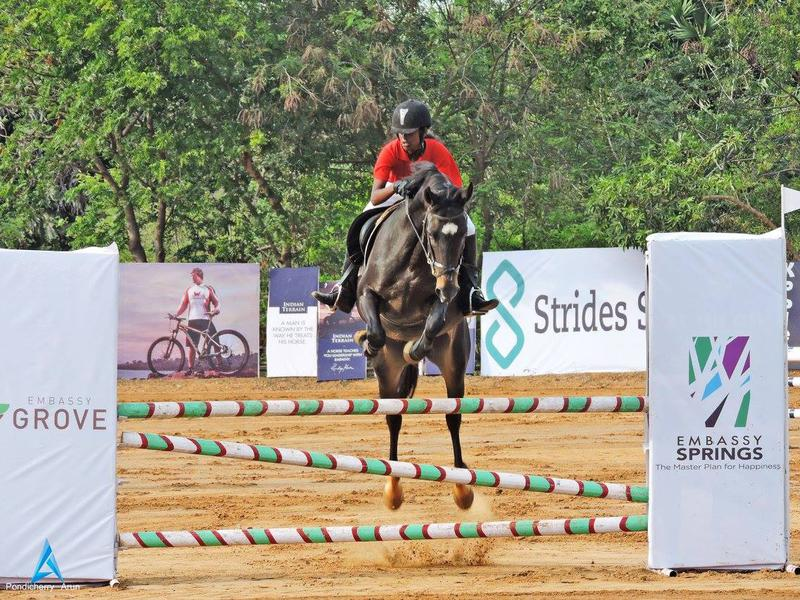 Photographer:Pondicherry Arun | Nandhini riding her horse at the Jumping challenge