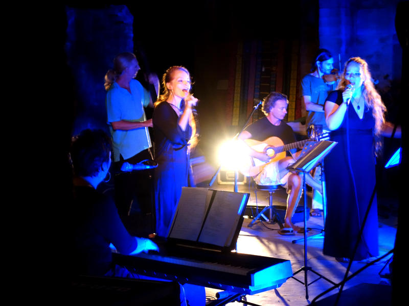 Photographer:The Unstitute | Auroville Sisters Concert