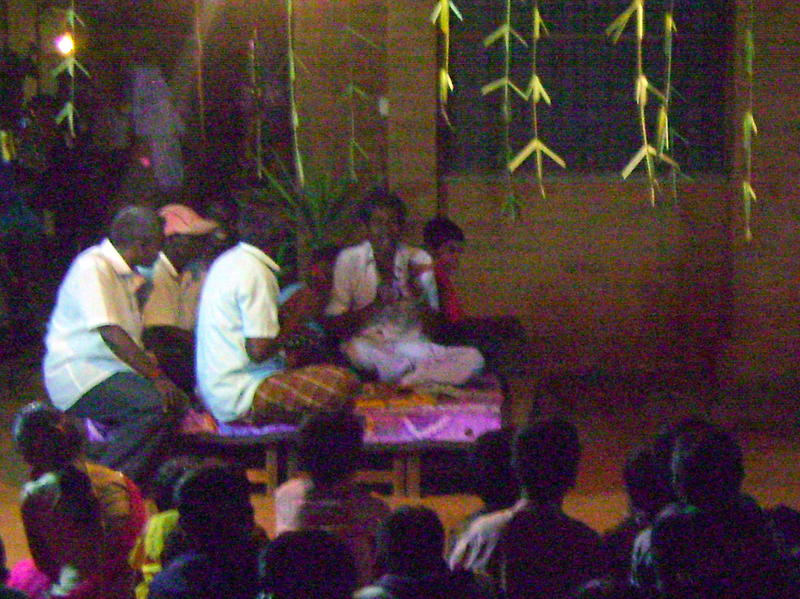 Photographer:Lina | Theru Koothu - scene from Mahabharata - attentive audience and the band
