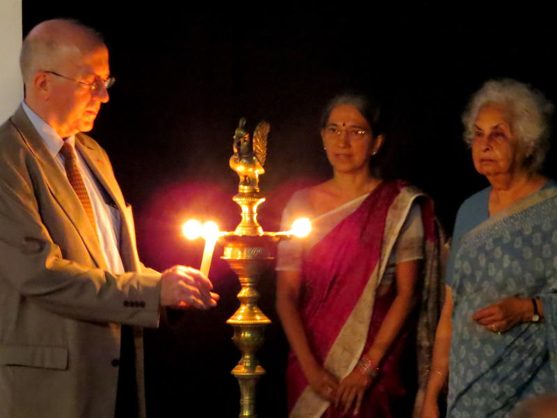 Photographer:Raghu Menon | Lighting the lamp at the closing ceremony