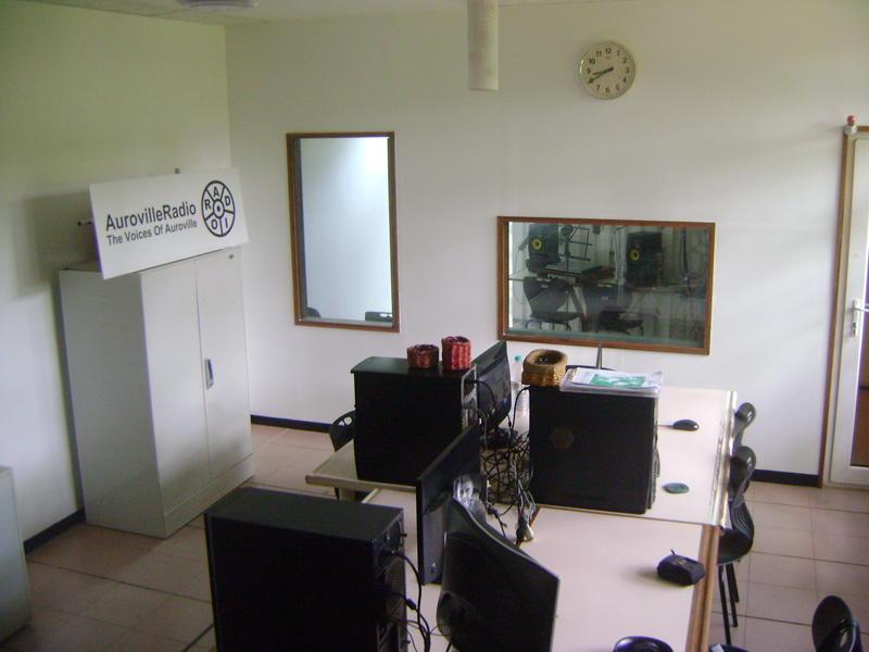 Photographer:Alma   upgraded, sound treated, fresh    ...  AV Radio