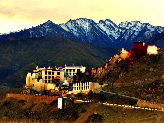 Photographer:Monireh | monastery in Tibet