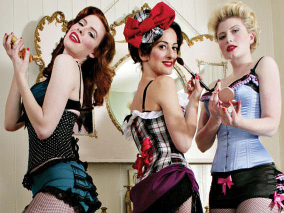 Photographer:web   The Puppini Sisters