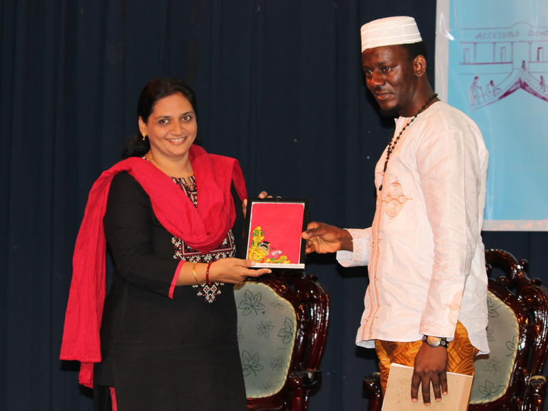 Photographer:Ram Prasanth | Dr. A Shahin Sultana, Head- Dept. of Social Work presents a memento to the African Delegate