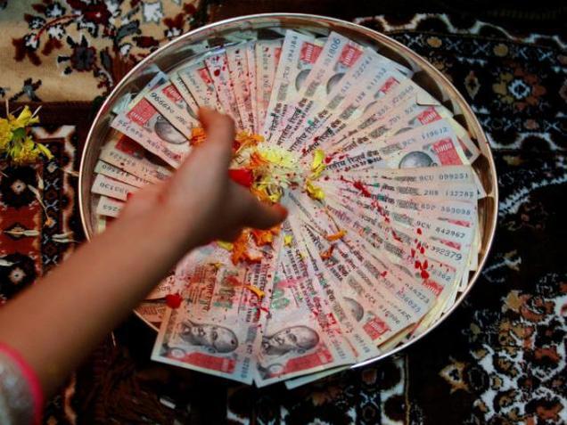 Photographer:Betka | worshiping money