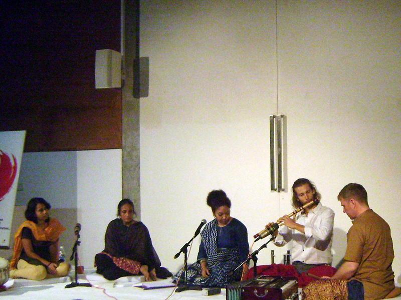 Photographer:Yelena | Manisha Joshi and students at Bhavishyate, Baharat Nivas