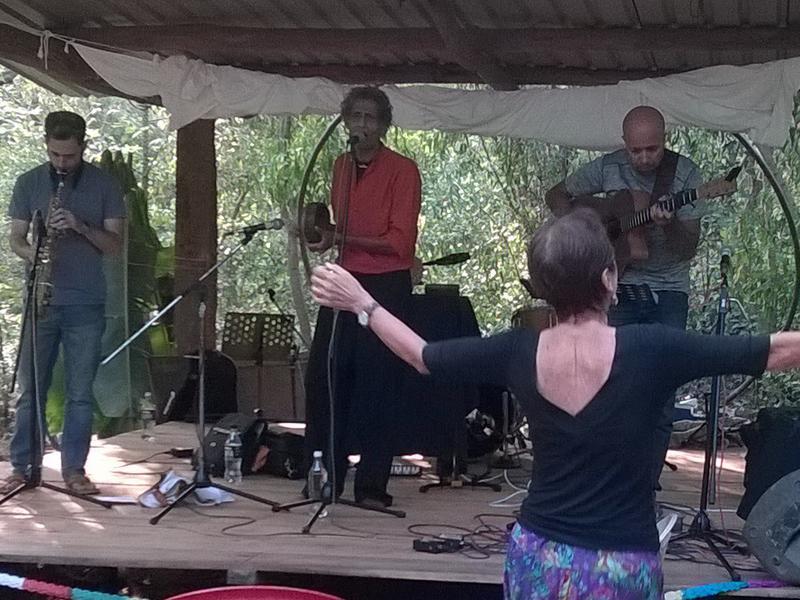 Photographer:Yaona | Krishna  Tempel Rock (and joyful  audience)