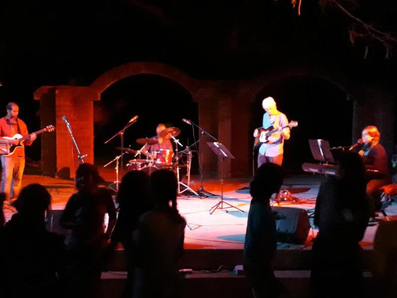 Photographer:Belinda | Bossa Nova and Rock Band..and others - Shkati's part