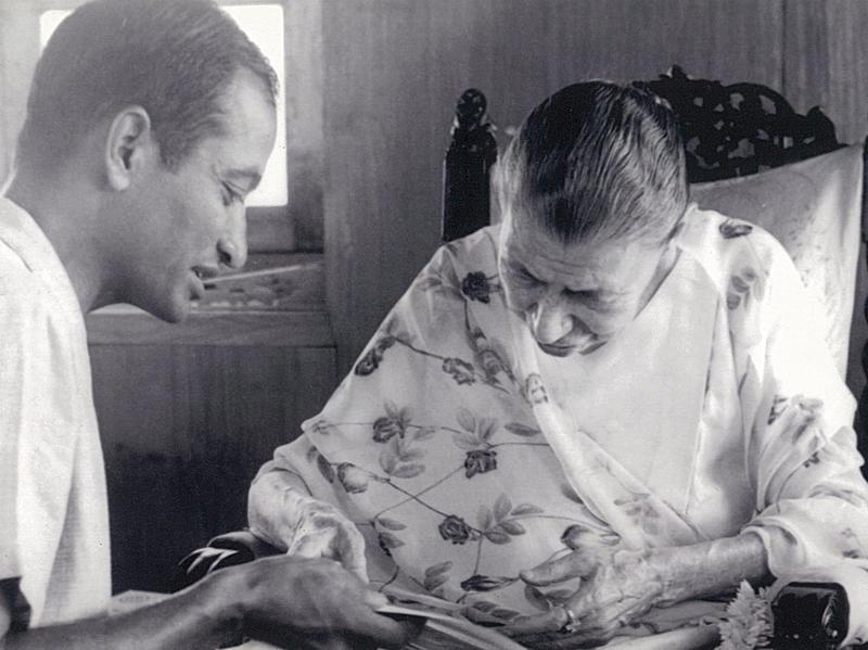 Photographer:Tara Jauhar   Mother with Anil Jauhar, 4/12/66