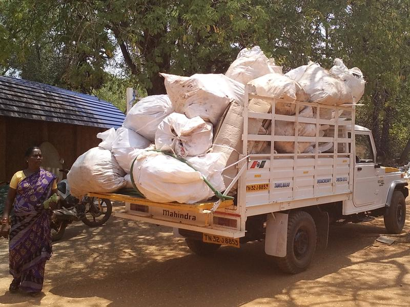 Photographer:Romel-and-Mimansha | ECOSERVICE: Community waste collected in 1 trip