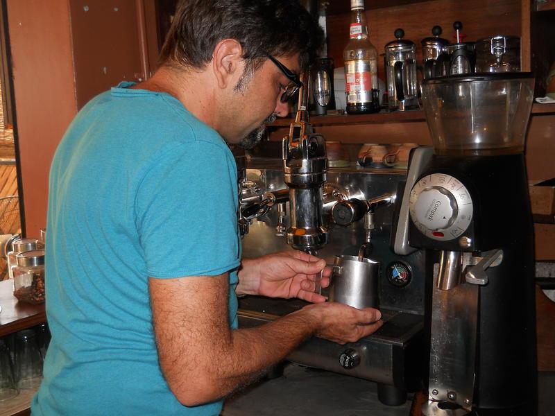 Photographer:Gino | Heating the milk with Vaporetto