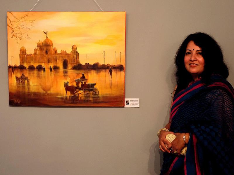 Photographer:Alara | Madhabi Sarkar next to her painting