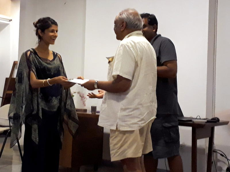 Photographer:Maelewano | Snajeev greeted each pariticpant with a certificate