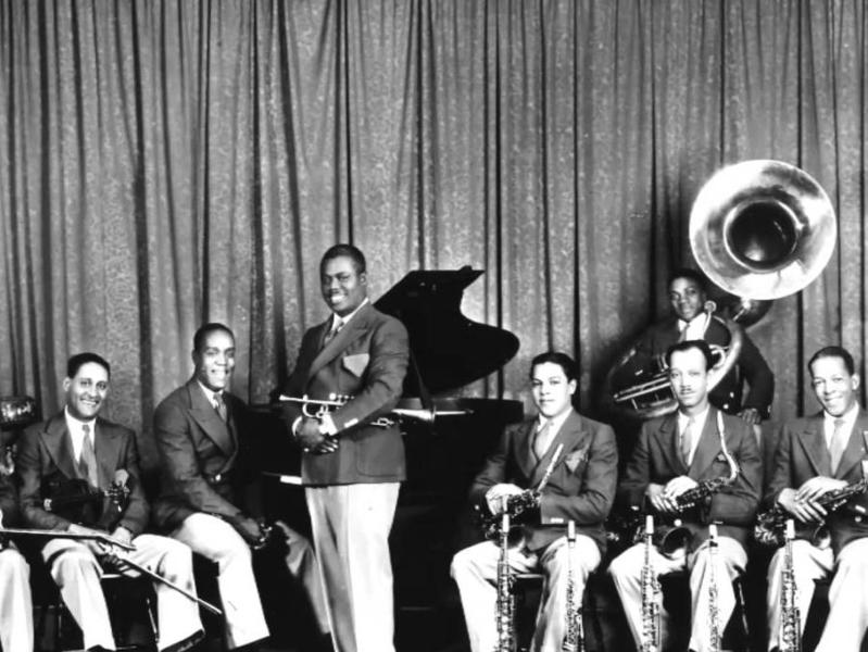 Photographer:web | Louis Armstrong and his orchestra