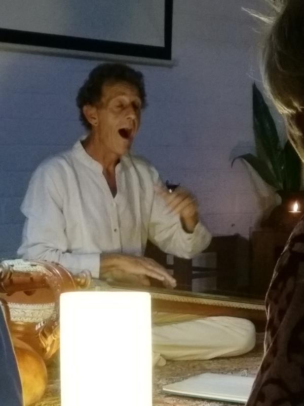 Photographer:Ray | Bruno singing ragas