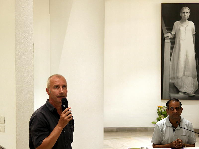 Photographer:Zoe | Dennis from SANTE introducing Dr. Alok Pandey