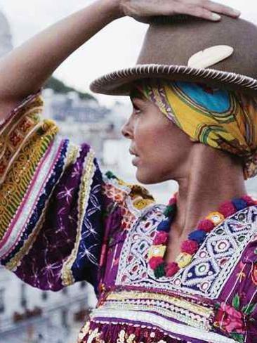 Photographer:web | Ayo - Paname