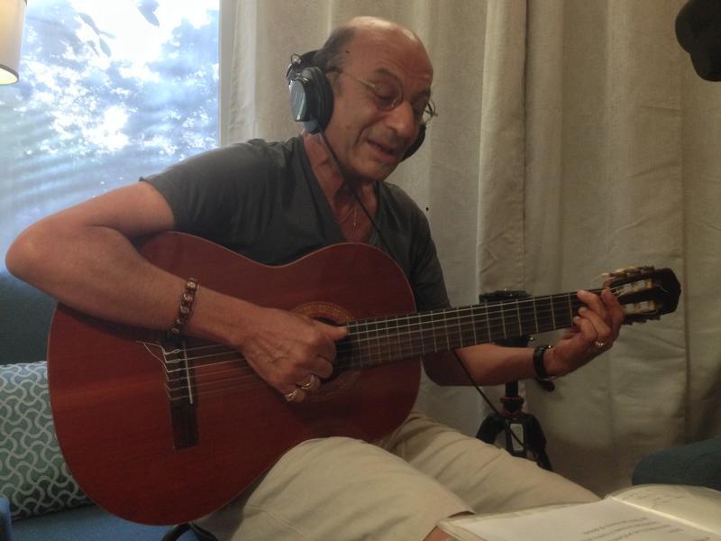 Photographer:Andrea | Paulo playing Bossa Nova