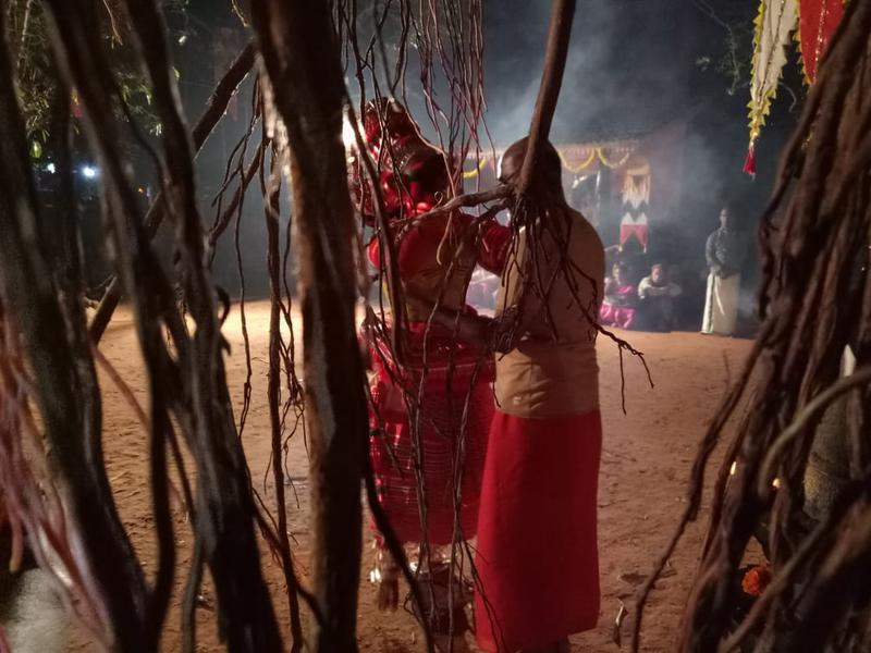 Photographer:S. Praneeth Simon | Guru Theyyam performance at Kalarigram