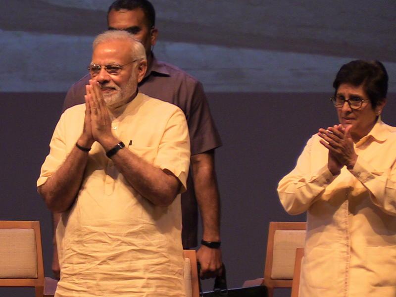 Photographer:S. Praneeth Simon | PM Narendra Modi greeting the audience. (Right: Lieutenant Governor of Pondicherry Kiran Bedi)